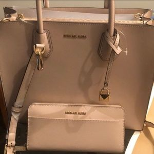 Brand new Michael Kors Tote bag with wallet